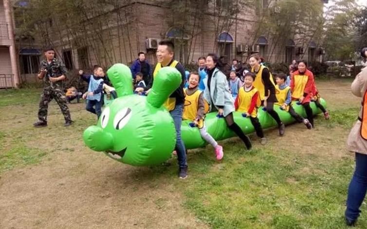 """立顿珠江国际幼儿园""""彩绘风筝,放飞梦想"""""""